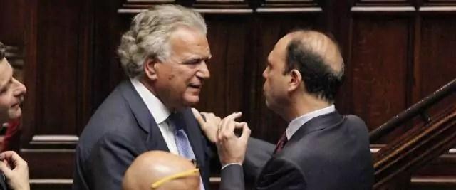 Lavorano nell'ombra in Parlamento e appaiono dal nulla travestiti da magnanimi benefattori: prestano voti in cambio di gloria o di affarucci di bottega.