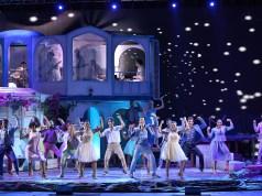 Una scena del musical Mamma mia!, in arrivo per Natale al teatro Sistina di Roma /ph. A. Agostini).