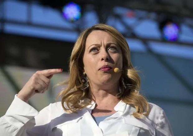 Giorgia Meloni al congresso di Fratelli d'Italia di Trieste del 2 dicembre 2017 (ph. La7).