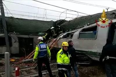 pioltello treno deragliato vagoni accartocciati ph vvff