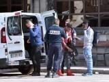 Agenti della polizia di dogana francese fotografati sabato mattina a Bardonecchia. (ph. Ansa / Alessandro Di Marco)-