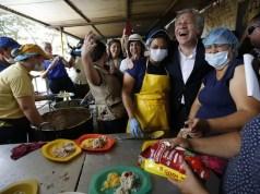 Il segretario generale dell'Oas, Luis Almagro, in visita ai profughi del Venezuela in Colombia il 14 settembre 2018 (ph. Ap.)