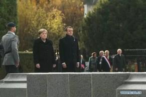 Macron e la Merkel alla commemorazione della fine della Prima guerra mondiale a Compiegne, in Francia.