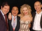Il cast della commedia Uomini alla crisi finale, in scena al Tirso De Molina dal 26 dicembre al 6 gennaio.