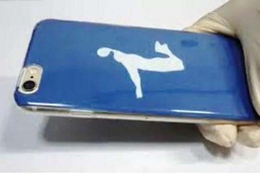 La carta riscrivibile inventata dai ricercatori della università Fujian (ph. American Chemical Society).