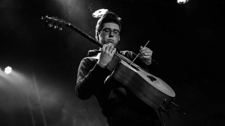 Il chitarrista Alexander Misko.