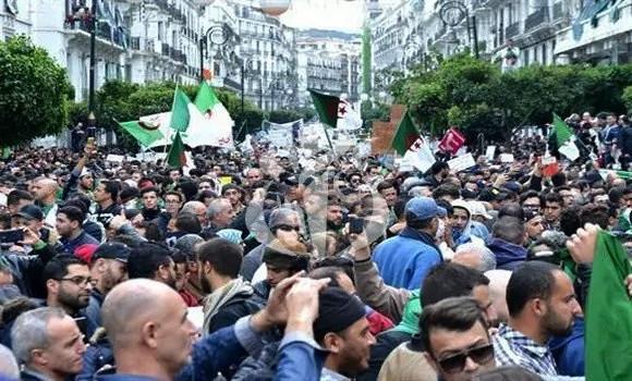 La mianifestazione di piazza contro il presidente Abdelaziz Bouteflika di venerdì 8 marzo 2019 (ph. Aps).