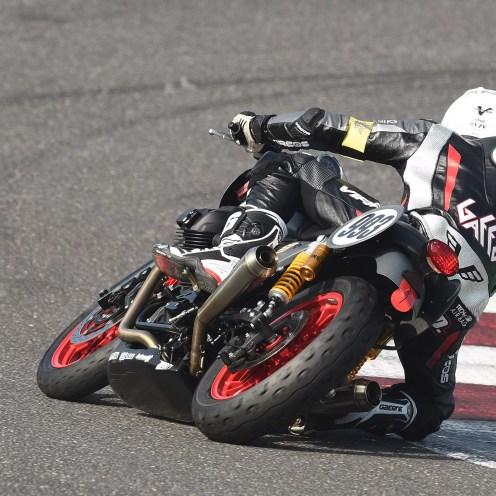 02-moto-guzzi-fast-endurance