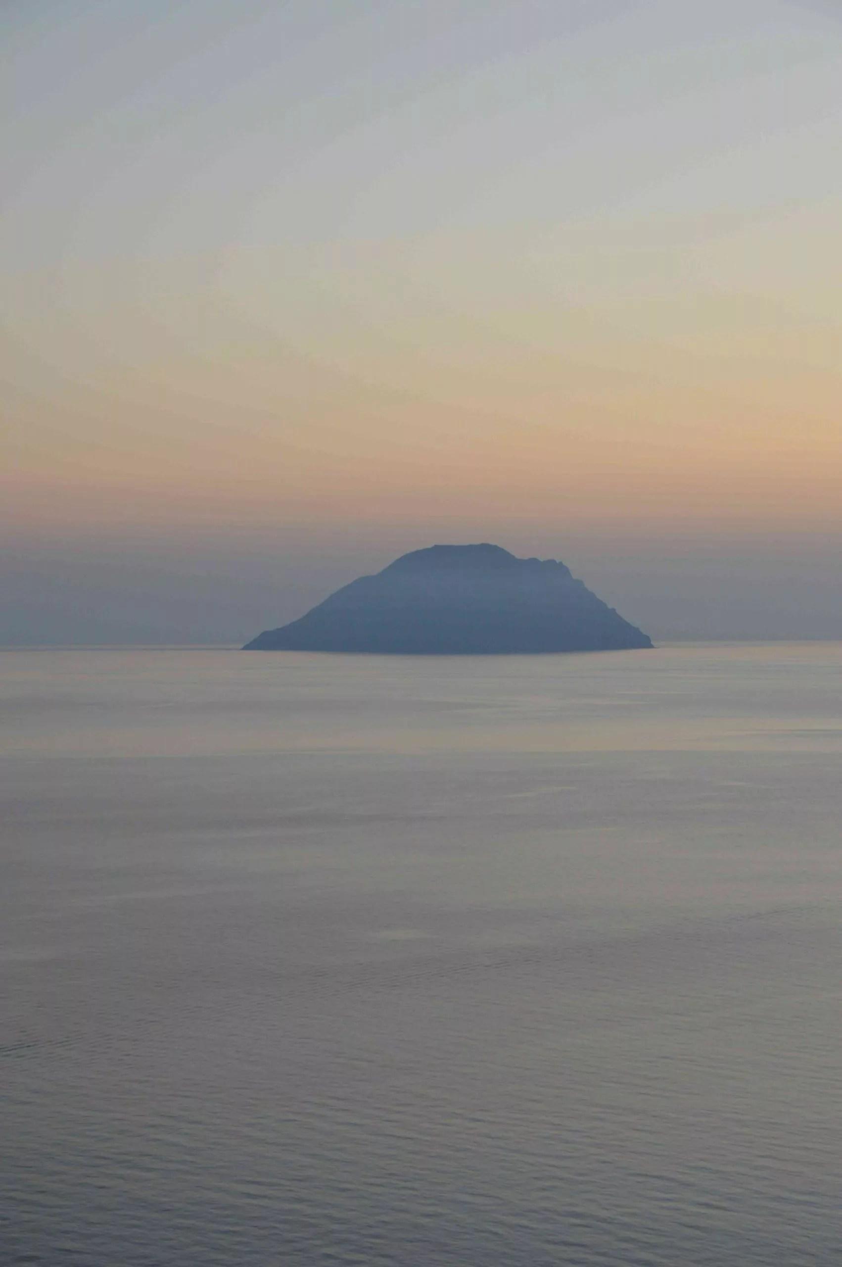 Filicudi, tramonto dal Belvedere (Ph. P.Russo/IN24).