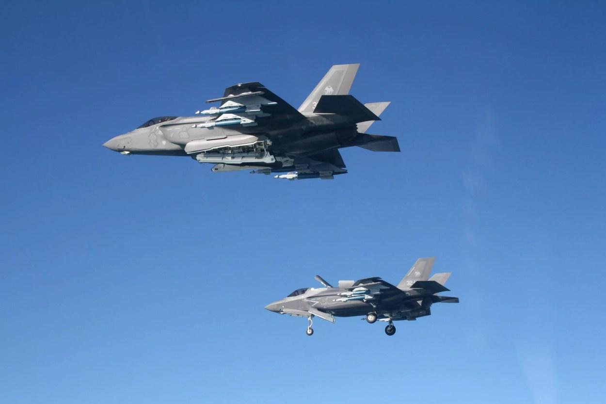 """Aeronautica Militare, F-35: per la prima volta missione addestrativa F-35A e F-35B in """"BEAST MODE"""""""
