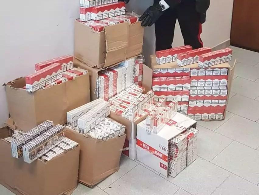 I Carabinieri della Tenenza di Melito (Napoli) hanno arrestato per contrabbando di tabacchi tre uomini sorpresi in casa con 2.500 pacchetti di sigarette di contrabbando per un valore di 6 mila euro.