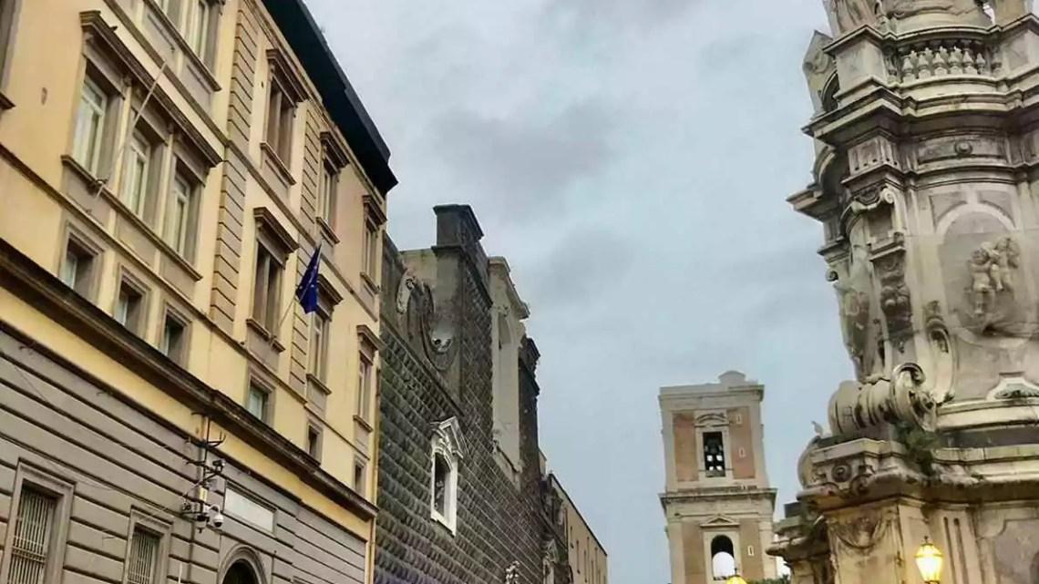 """Linea dura dei Carabinieri di Napoli nei confronti dei parcheggiatori abusivi: massicci controlli in città, identificate 371 persone e denunciati 47 """"addetti""""."""