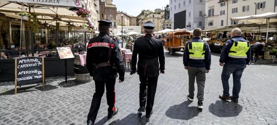 Controlli assembramenti carabinieri interni roma