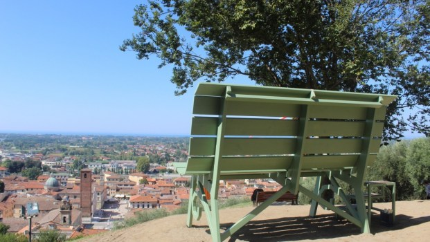 Pietrasanta panchina panoramica Versilia