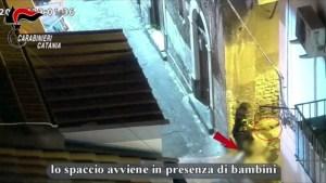 Bambini cassieri dei pusher a Catania, le immagini