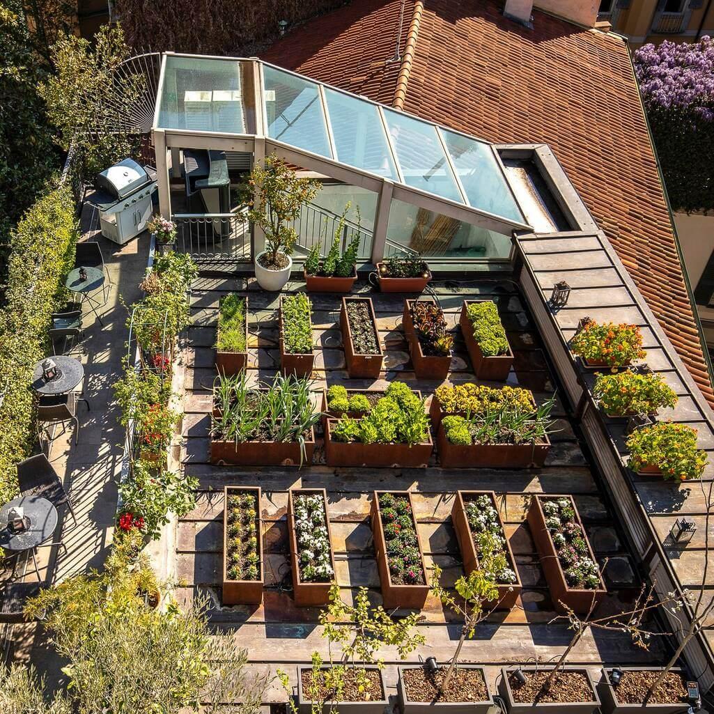 Jardin potager situé sur le toit-terrasse de l'hôtel Milano Scala