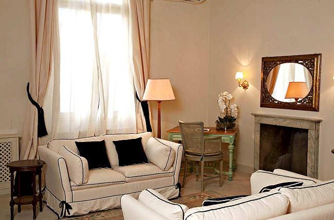 Salon d'une Suite - J and J Florence
