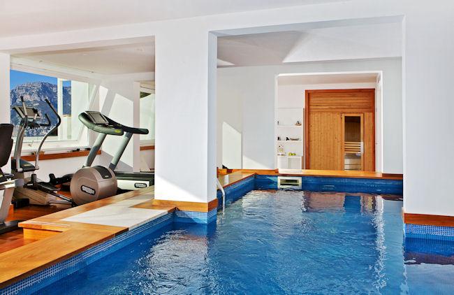 Espace remise en forme avec piscine intérieure