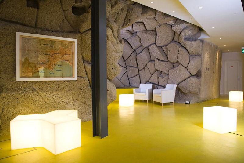 Hall d'accueil de l'hotel Correra 241 (Naples, Italie)