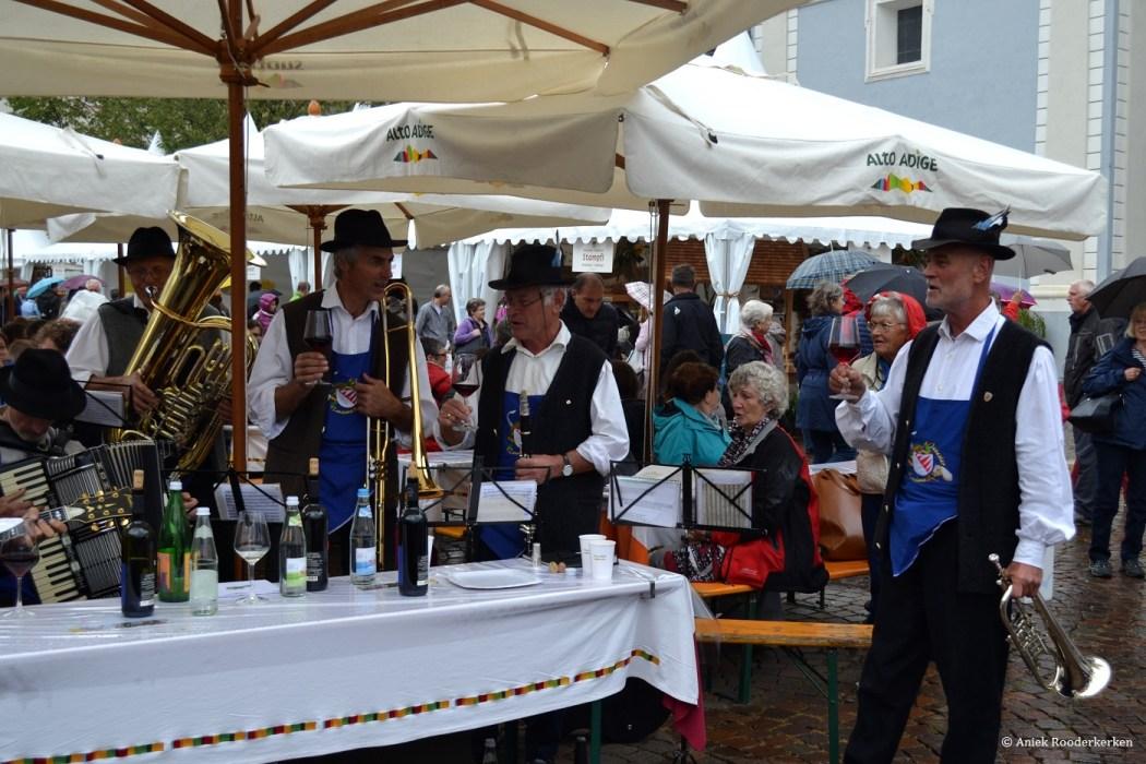 Muzikanten op de Sudtiroler Brot und Strudelmarkt
