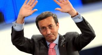 """Bruxelles. Gianfranco Fini a Radio Cusano Campus: """"Parole di Juncker e Renzi su unità fanno sorridere"""""""