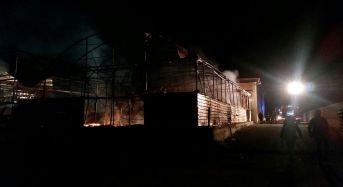 """Vittoria. In fiamme il capannone della """"Imperial Ortaggi"""" in Contrada Alcerito"""