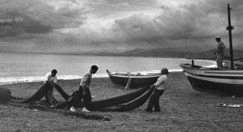 """""""Attorno ai tre mari"""" la mostra di Giuseppe Leone al Faro Marsa 'A Rillah di Marina di Marina di Ragusa"""