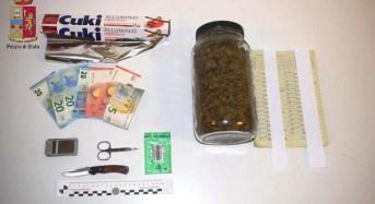 La Polizia arresta pusher. 326 grammi di marijuana nascosta in casa