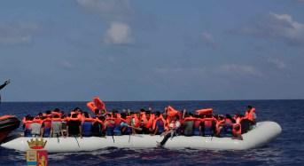Pozzallo. 234 migranti a bordo di due imbarcazioni. Fermati dalla Polizia 2 scafisti