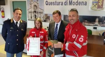 Consegnate in beneficenza dalla Polizia di Stato alla Croce Rossa Italiana 1350 bottiglie di vino