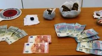 """Senegalese spacciava droga agli ospiti di un centro di accoglienza: In arresto lui e il """"gancio"""""""