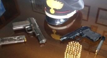 Deteneva illegalmente due pistole modificate: Esercente in manette a Palagonia