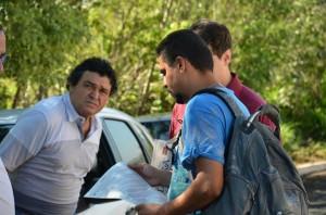 Diretor de Meio-Ambiente, José Alair de Oliveira, conversa com representantes da Uipa