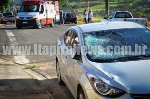 Carro ficou danificado com o choque