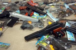 Fabricação e venda de armas de brinquedos estão proibidas no Estado (Divulgação)