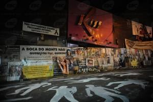 Fachada da Boate Kiss foi tomada por cartazes e faixas (Agência Brasil)