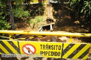 Ponte ruiu e deixou dois feridos e um morto