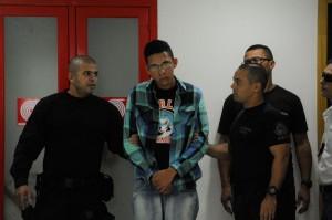 Suspeito de acender rojão foi apresentado (Tânia Rêgo/ABr)