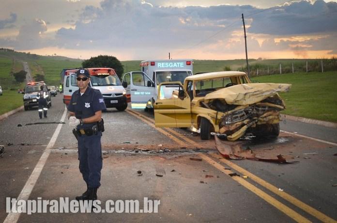 Motorista da caminhonete invadiu pista contrária e provocou acidente