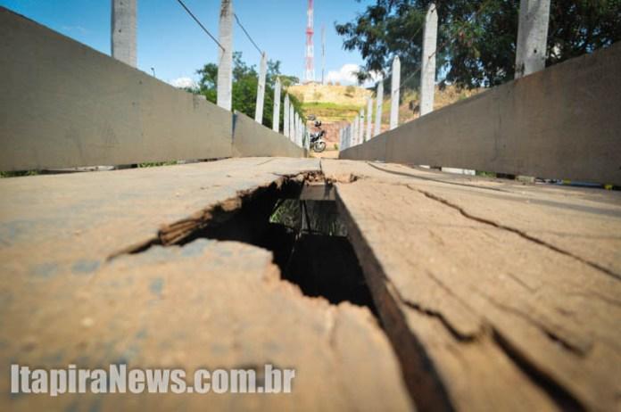 Ponte de madeira, danificada,  gerou reclamações