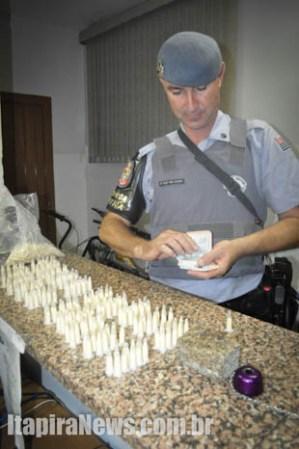 Sargento Cunha apresentou as drogas e dinheiro na Delegacia