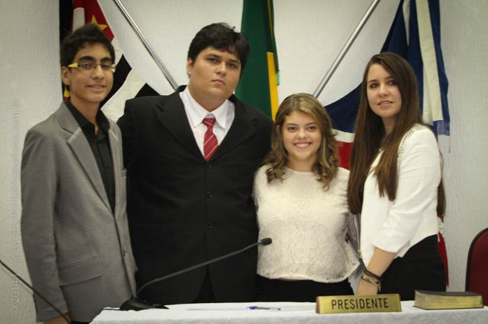 Lucca, José Vitor, Olívia e Brenda formam a Mesa Diretora