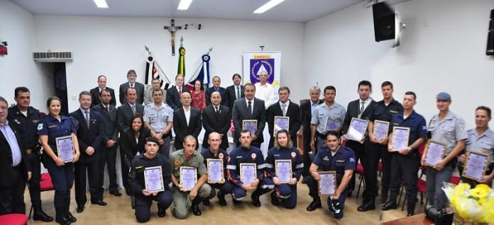 Solenidade homenageou profissionais de segurança pública (Zalberfotos)