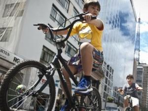 Crianças participam de atividades do Dia Mundial sem Carro em São Paulo (Marcelo Cruz/ABr)
