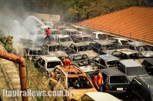 Bombeiros combateram chamas que começaram em área vizinha ao pátio