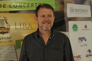 Maestro Mauricio Perina coordena evento (Leo Santos/Megaphone)