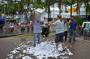 Sorteio foi feito na Praça Bernardino de Campos (Divulgação)