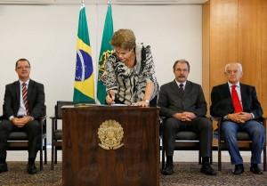Presidenta Dilma Rousseff assinou a medida provisória do salário mínimo(Roberto Stuckert Filho/PR)