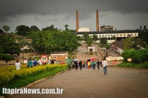 Trabalhadores protestam na Usina, em Itapira, durante greve no começo do ano (Arquivo)