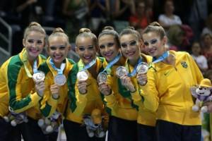 As meninas brasileiras da ginástica rítimica conquistaram medalha de prata na categoria por equipe, no Pan (Divulgação/COB)